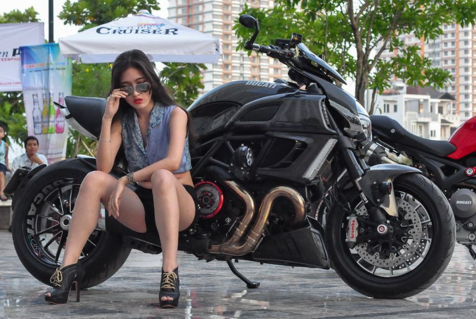Ducati Diavel Sport Bike 2