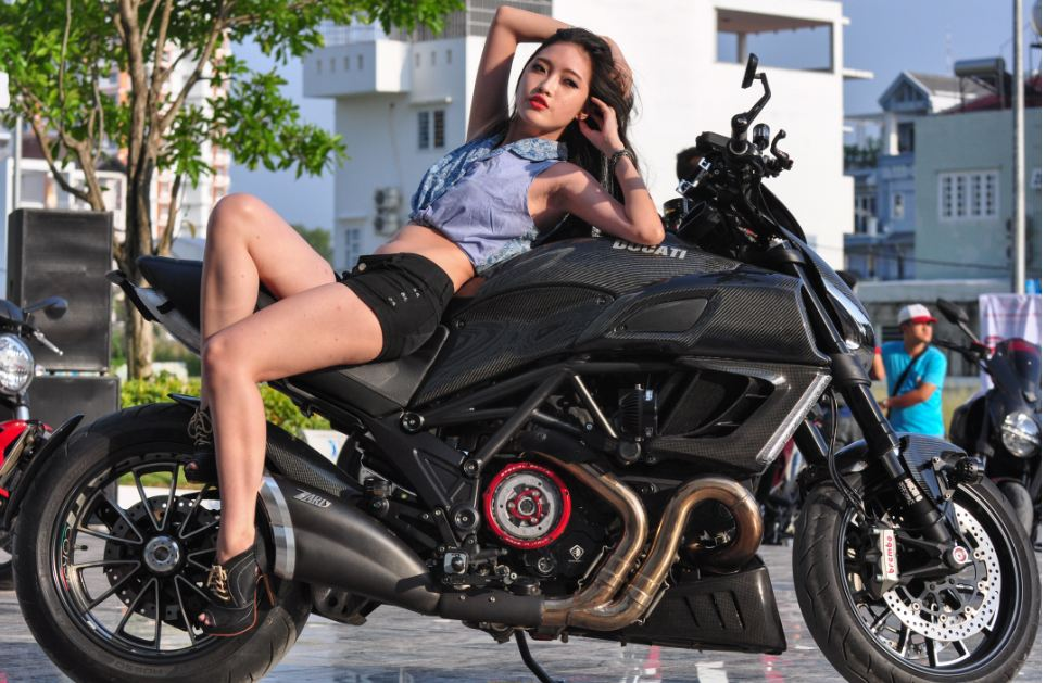 Ducati Diavel Sport Bike 3