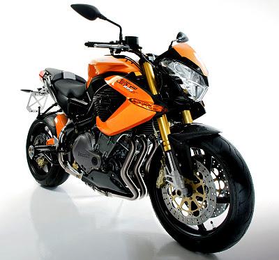 Benelli TNT 899 Sports Bike Images