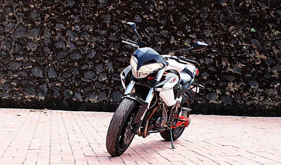 DSK Benelli TNT 899 Sports Bike 5