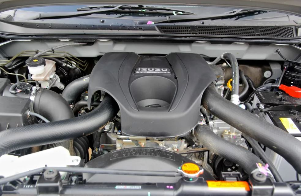 ISUZU MU-X Car engine performance