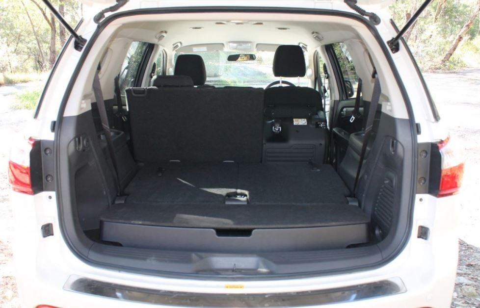 ISUZU MU-X Car in cabin storage