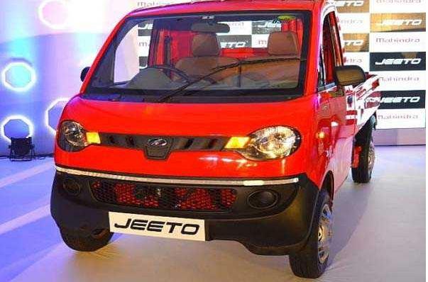 Mahindra Jeeto CNG Mini Truck 1
