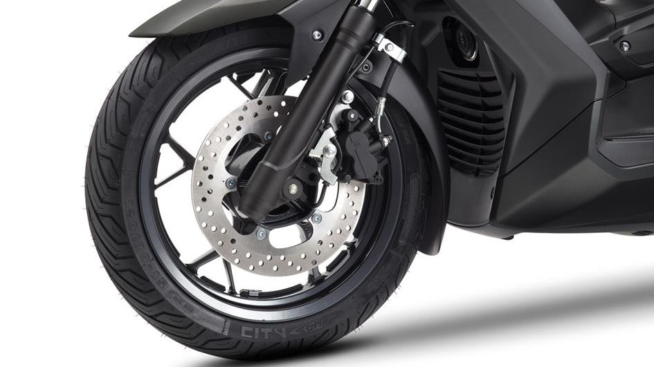 Yamaha X Max 125 Front and rear disc brakes with ABS