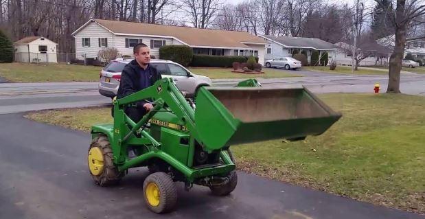 John-Deere-318-load