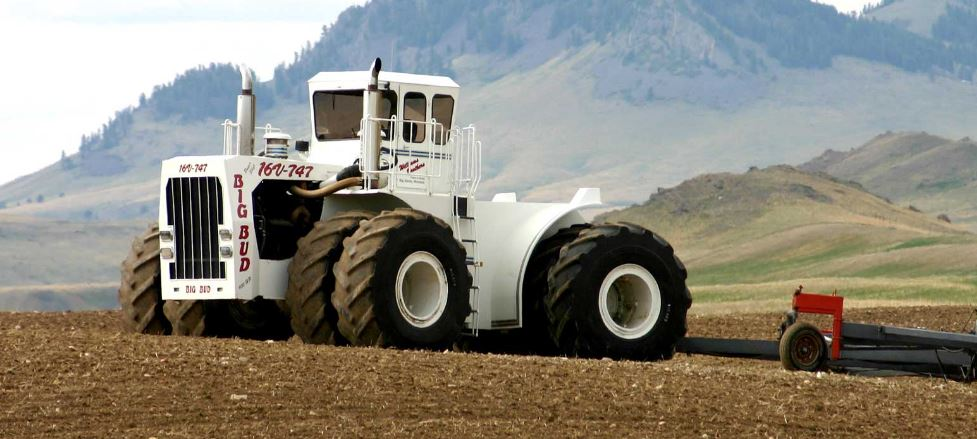 Big Bud Tractor features