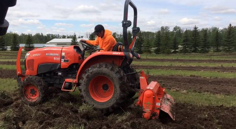 Kubota L3901 Compact Tractor features
